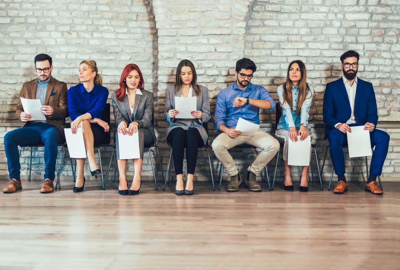 Bewerber warten auf ihr Jobinterview