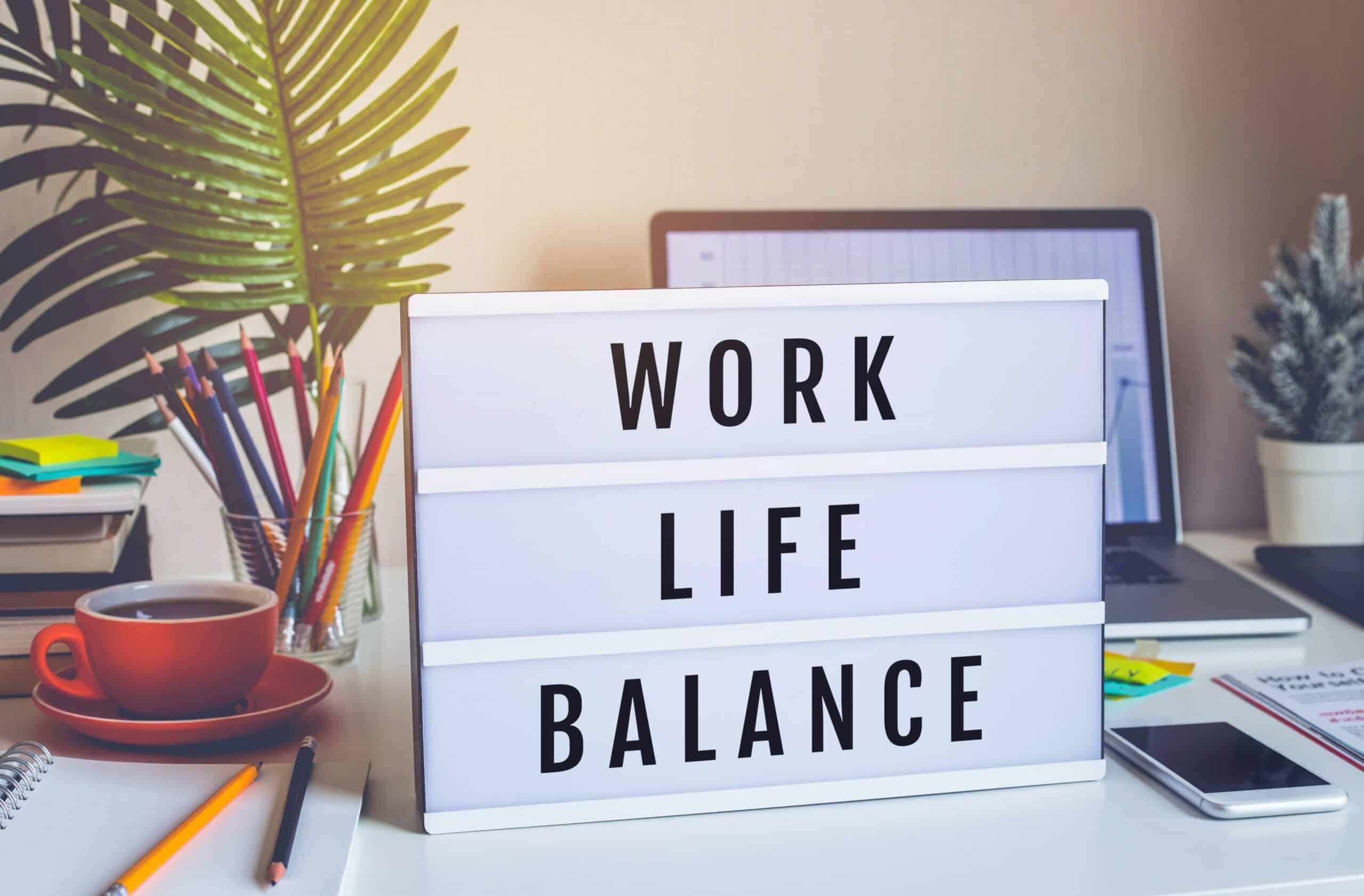 Lightbox mit den Worten Work live Balance